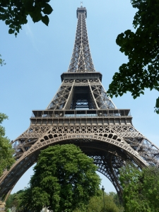 eiffel-tower-paris-1390583-m