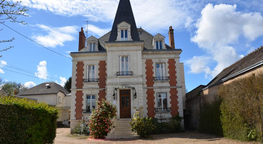 Solo travel destination french manor house bargain for French manor house